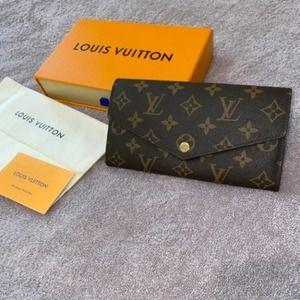 ✨✨AUEHENTIC✨✨L.V Leather Purse Long Flap Sarah Wallet